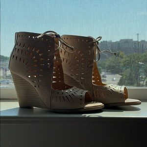 BRAND NEW - NEVER WORN - Vici Wedges